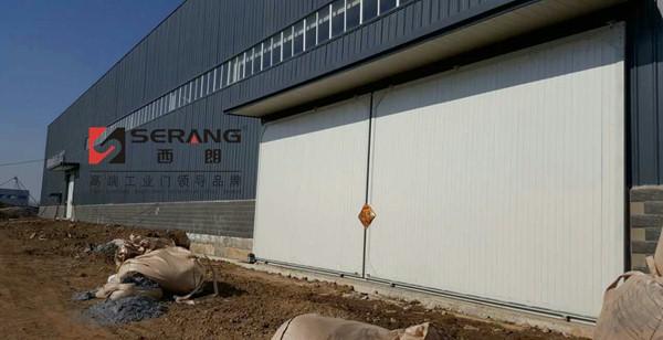 下图为钢结构厂房配套铝合金欧式电动卷帘门    下图为钢结构工厂